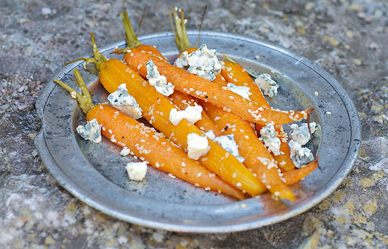 Roasted carrots with blue cheese