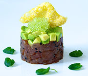 Tonfisktartar med avocado och finger lime